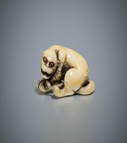Ivory netsuke of a nuye