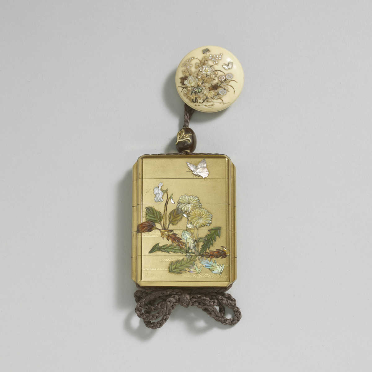 Kakõsai 4-case gold lacquer inro with Shibayama inlay