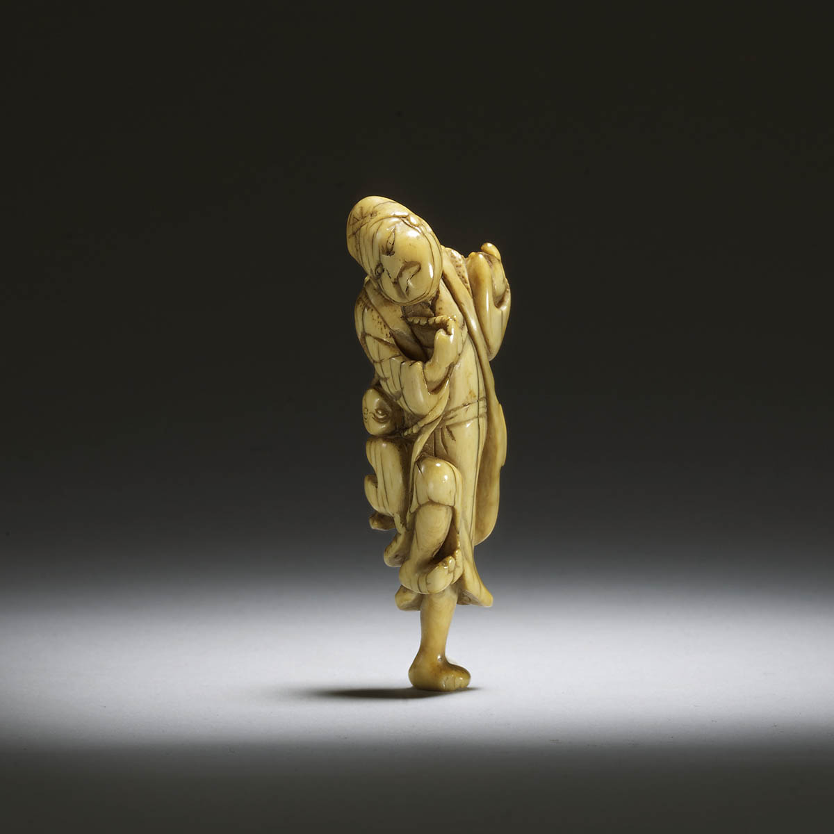 Early netsuke of a sarumawashi