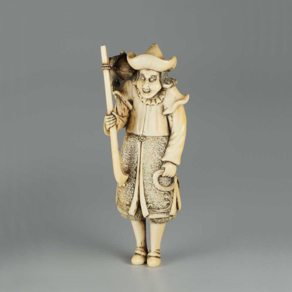Ivory-netsuke-of-a-dutchman, MR2628.-v12.2-e1549017241456