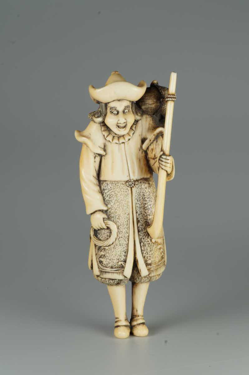 Ivory netsuke of a dutchman,