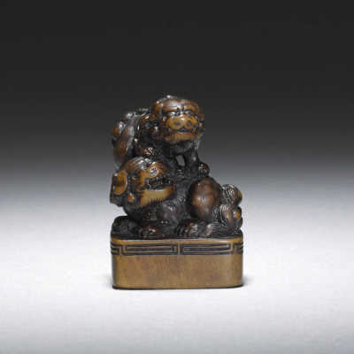 Boxwood seal netsuke of two shishi