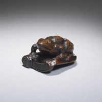 Wood netsuke of a frog on roof tile by Sukenaga