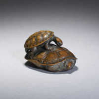 Wood netsuke of two turtles by Kano Tomokazu