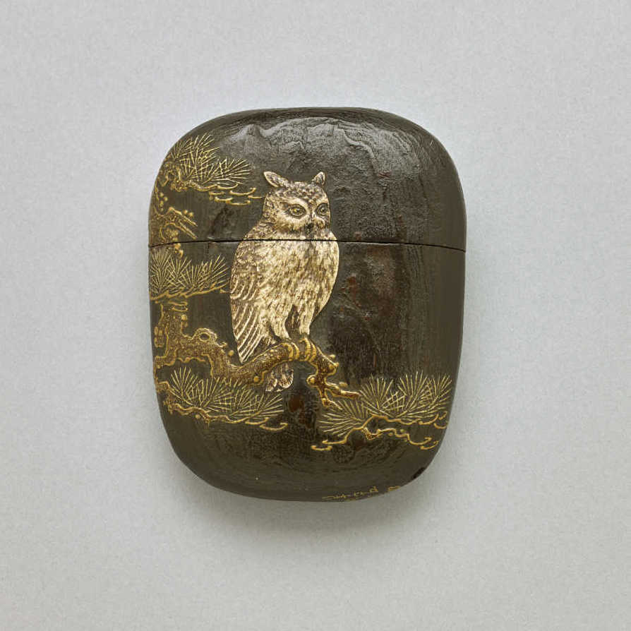 Tōyō , 1 case wood inro with pottery owl