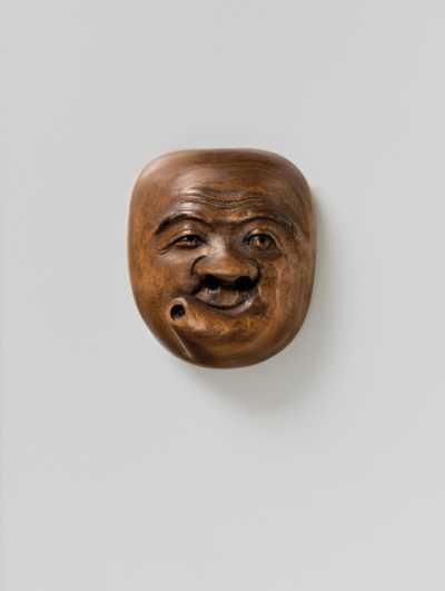 Gyokuyuki, wood mask netsuke of Usobuki