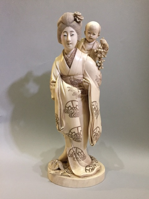 Nobuyoshi, Okimono of a woman with baby