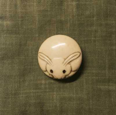 Okatomo, ivory manju netsuke of a rabbit in a full moon shape