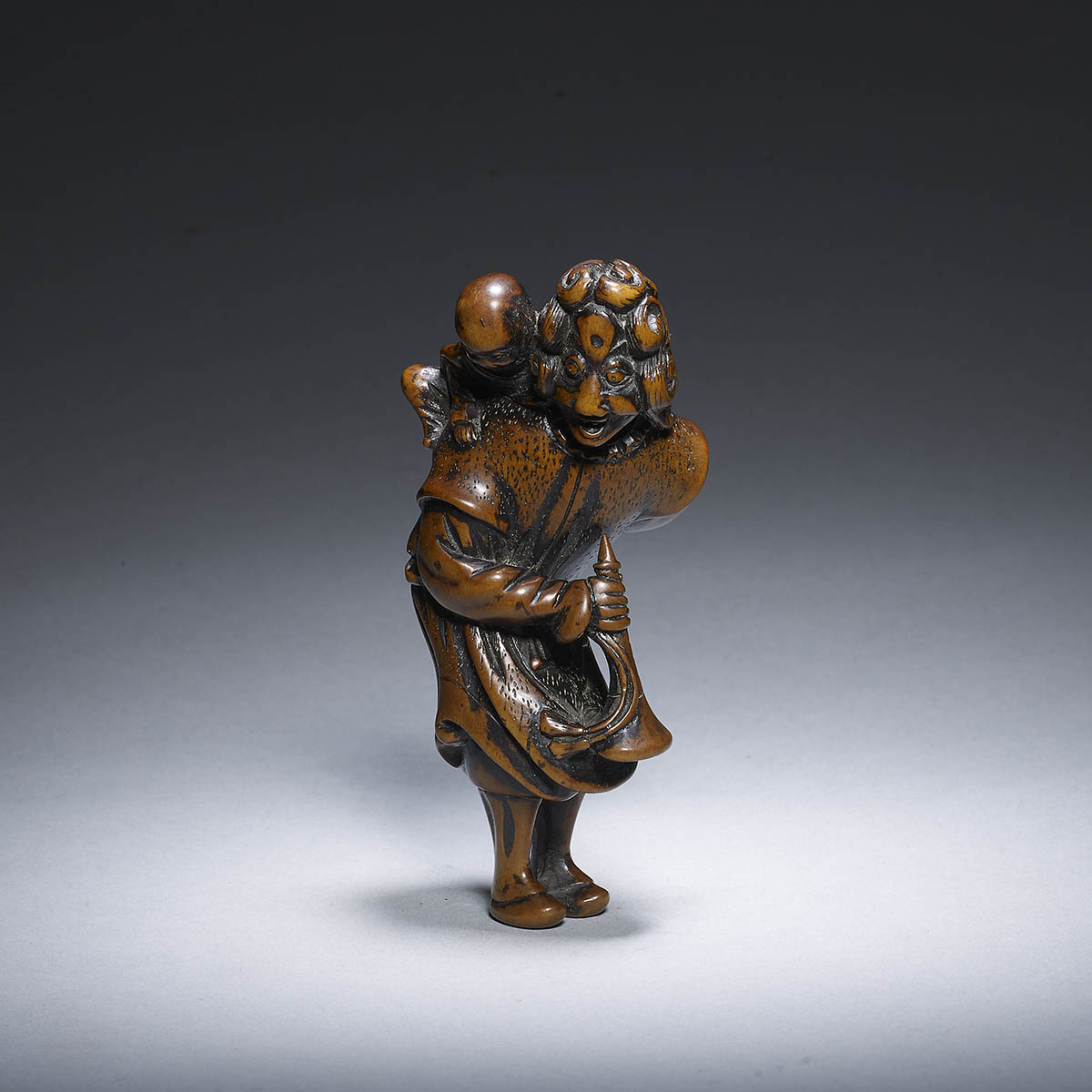 Large wood netsuke of a dutchman