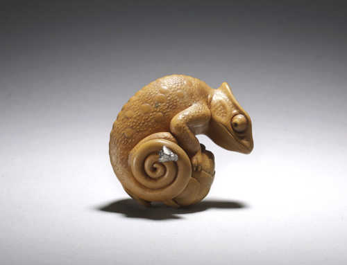 Boxwood netsuke of a chameleon