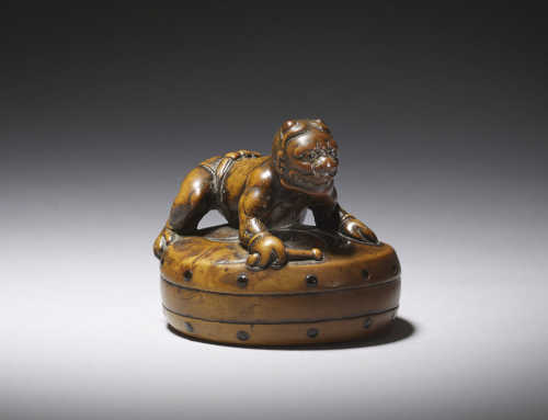 Rare wood netsuke of Raiden on a drum
