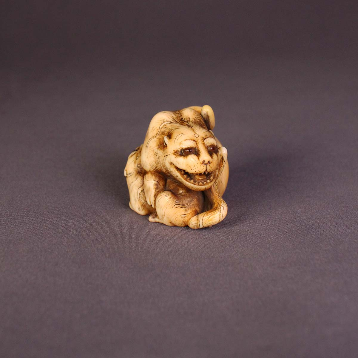 Rantei, ivory netsuke of tigers_MR2861