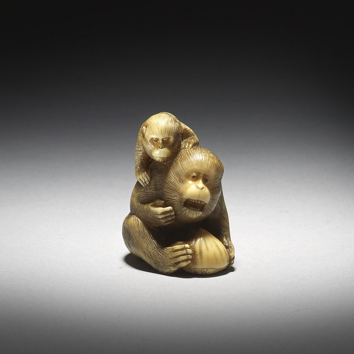 Stained Ivory Netsuke of a Monkey with Young by Tomoyuki_MR2910_v1