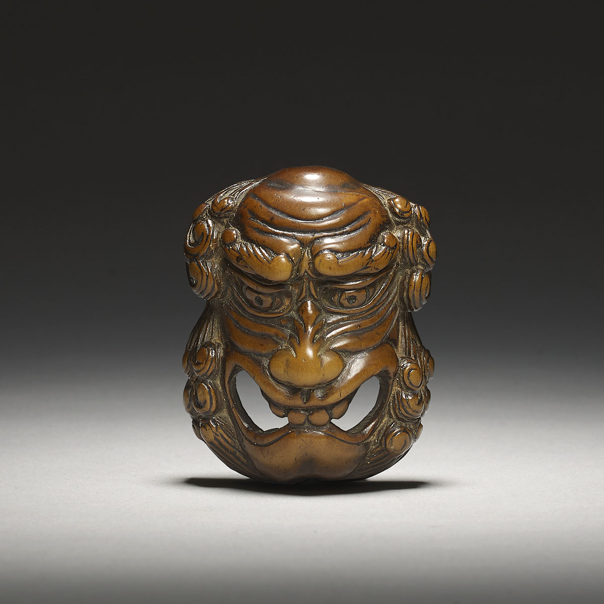 Boxwood mask netsuke of a bearded foreigner, Konan Minko, MR3110_v1