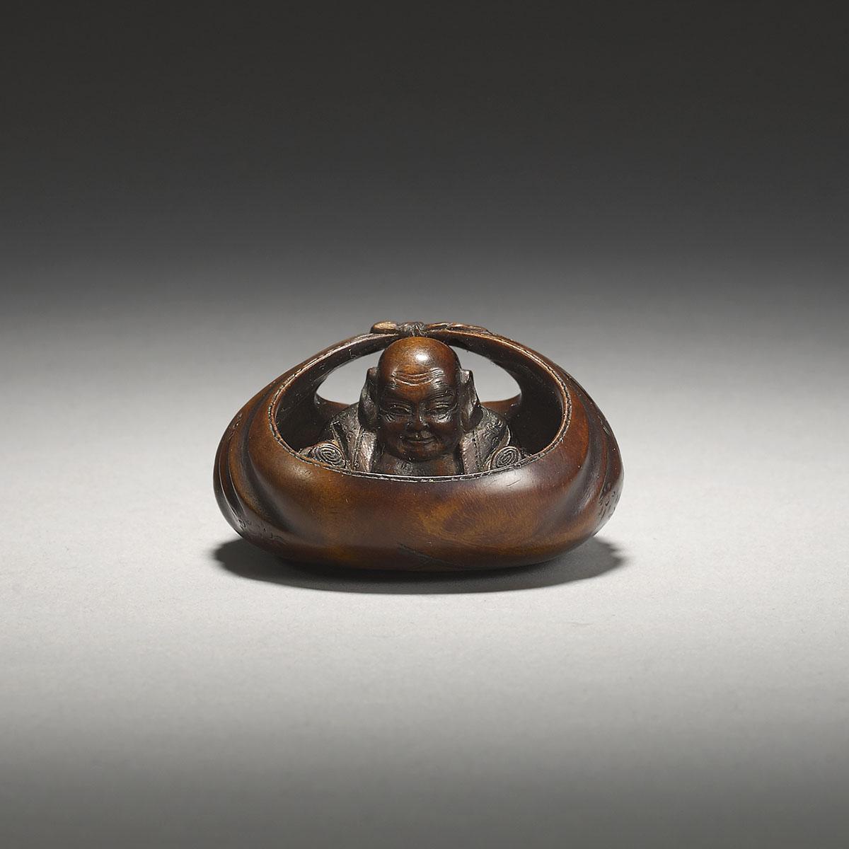Wood netsuke of Hotei reading sutras, Hoshunsai Masayuki, MR3112_v1