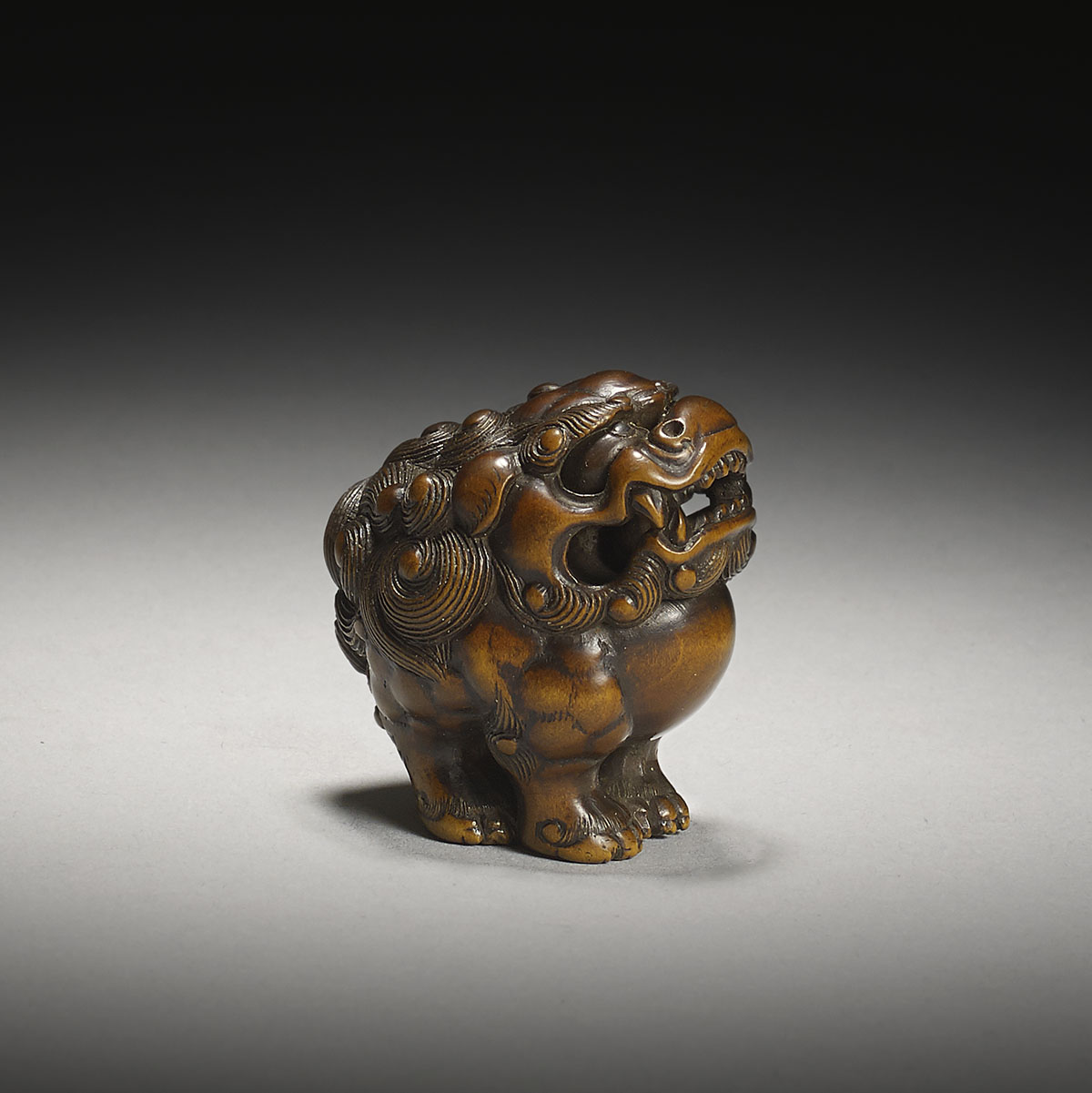 Wood netsuke of a shishi, Tamba school, MR3119_V3