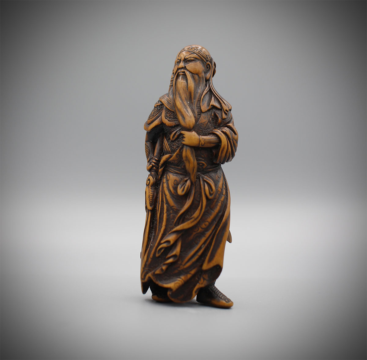 Boxwood netsuke of standing Kan'u , Minkoku, MR3161_v1