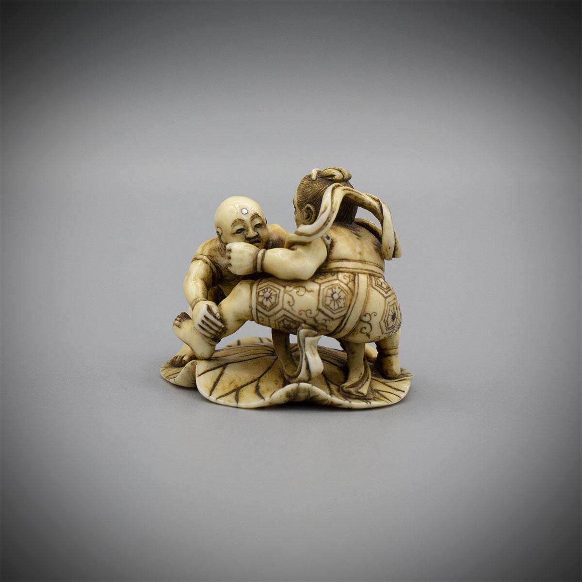 Ivory netsuke of nio and jizo bosatsu wrestling on a lotus leaf, Shugyoku, MR3191_V2