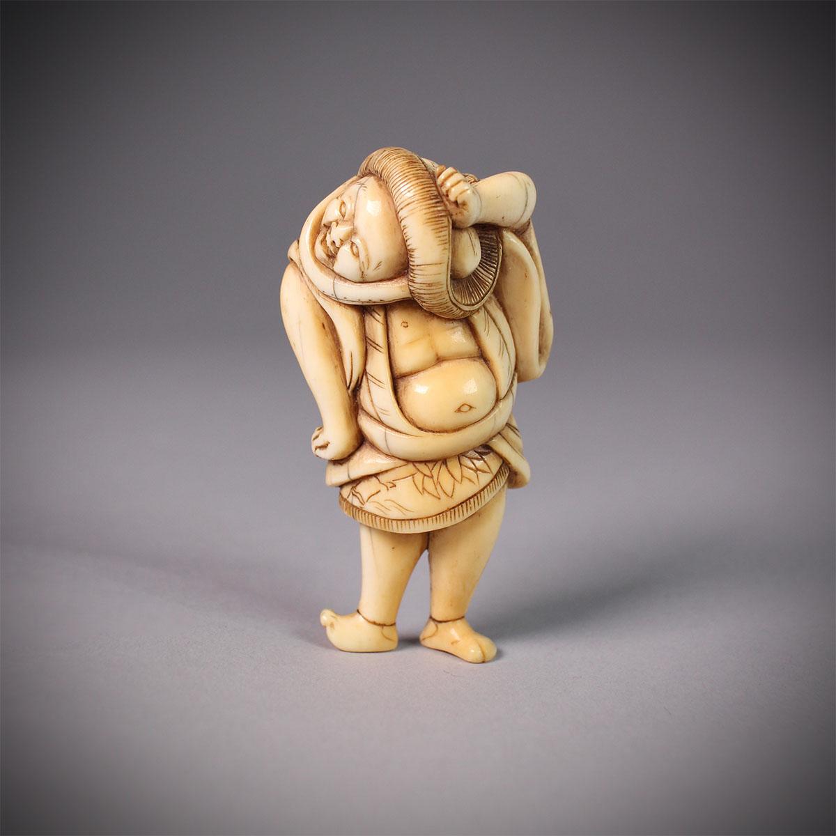 Netsuke of a dancing Tokaido porter, MR3153_v1