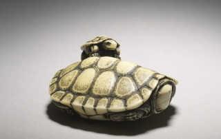 Netsuke of two turtles by Ohara Mitsuhiro, MR2896_V1