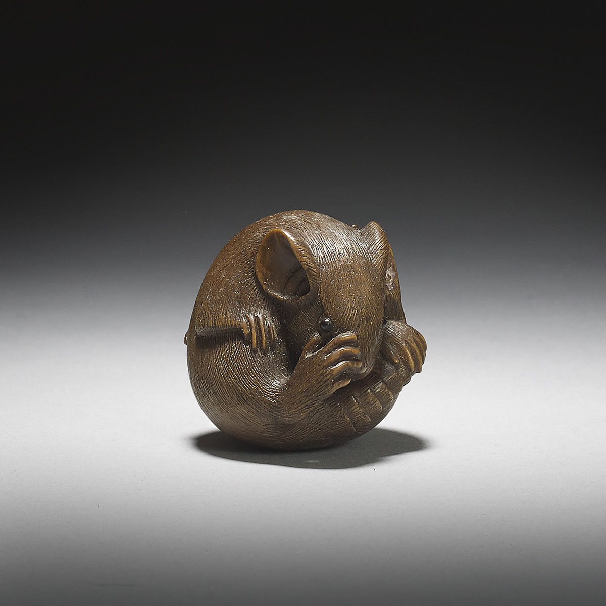 Wood netsuke of a balled rat, Sakai Masami, MR2967_v1