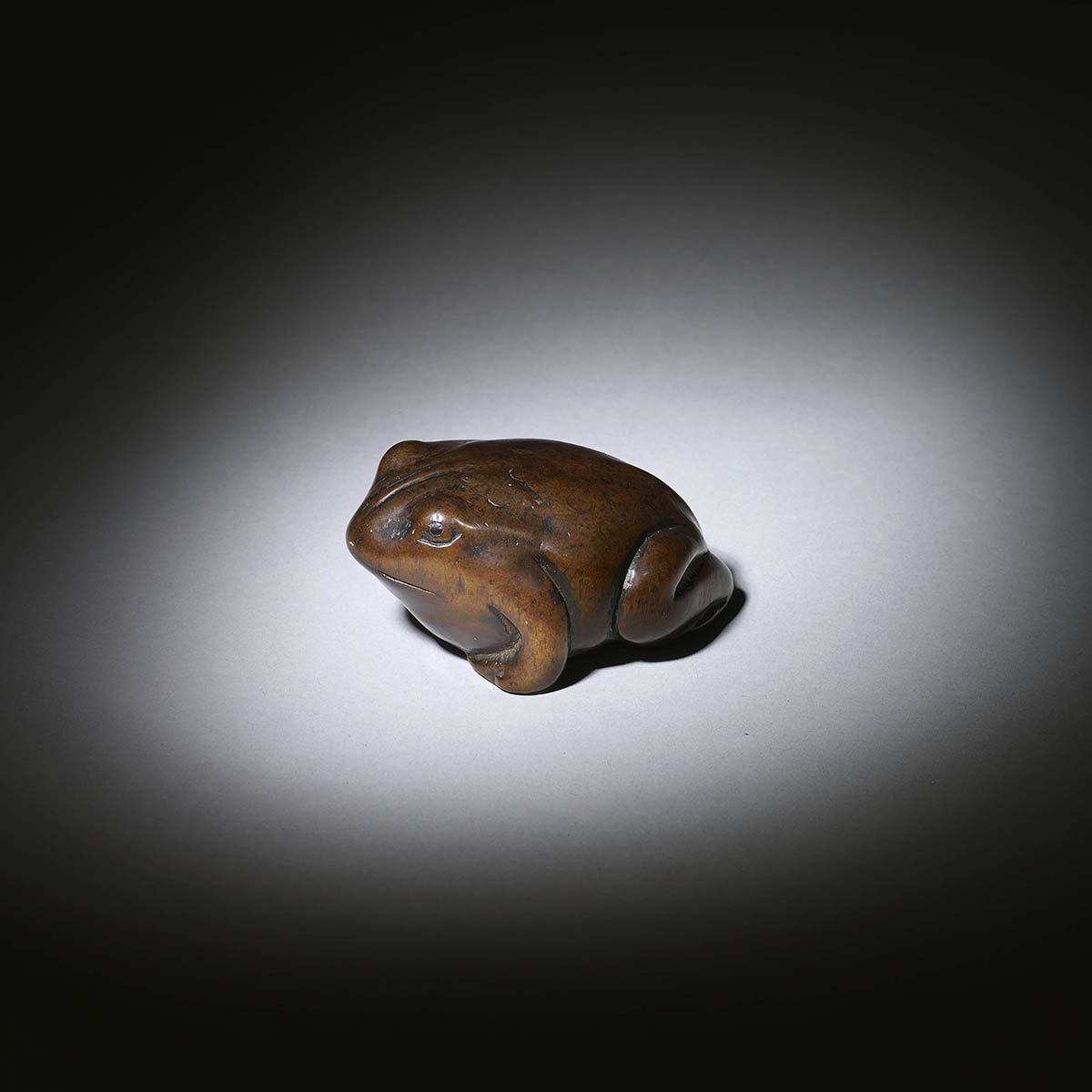 Wood netsuke of a contended looking toad, Toryusai Kozan, MR1036_v1