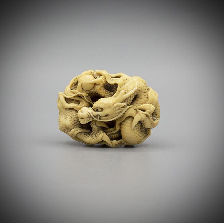 Ivory netsuke of a 3 clawed dragon by Jugyoku, MR3234_v1-2