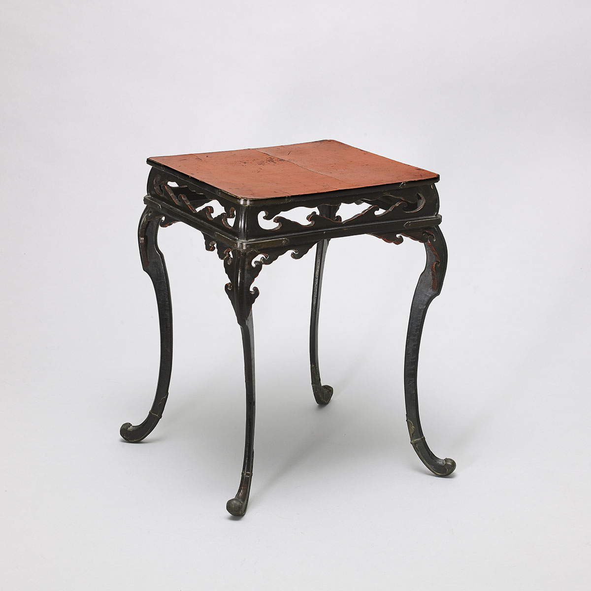 Early lacquered low table or stand, MR2531