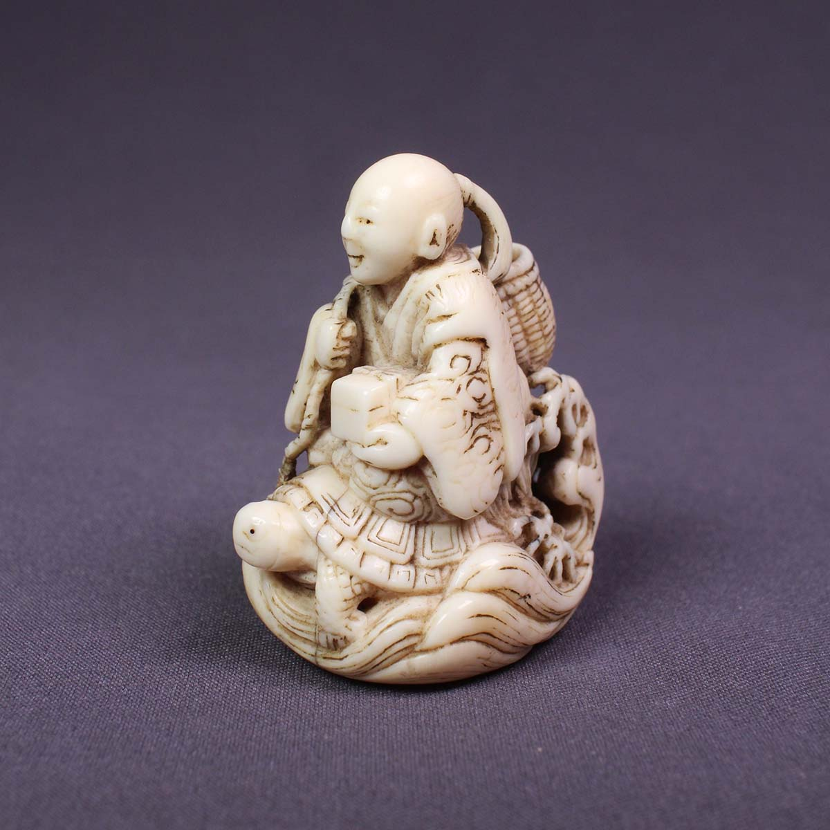 Ivory Netsuke of Urashima Taro by Kagetoshi, MR2823A