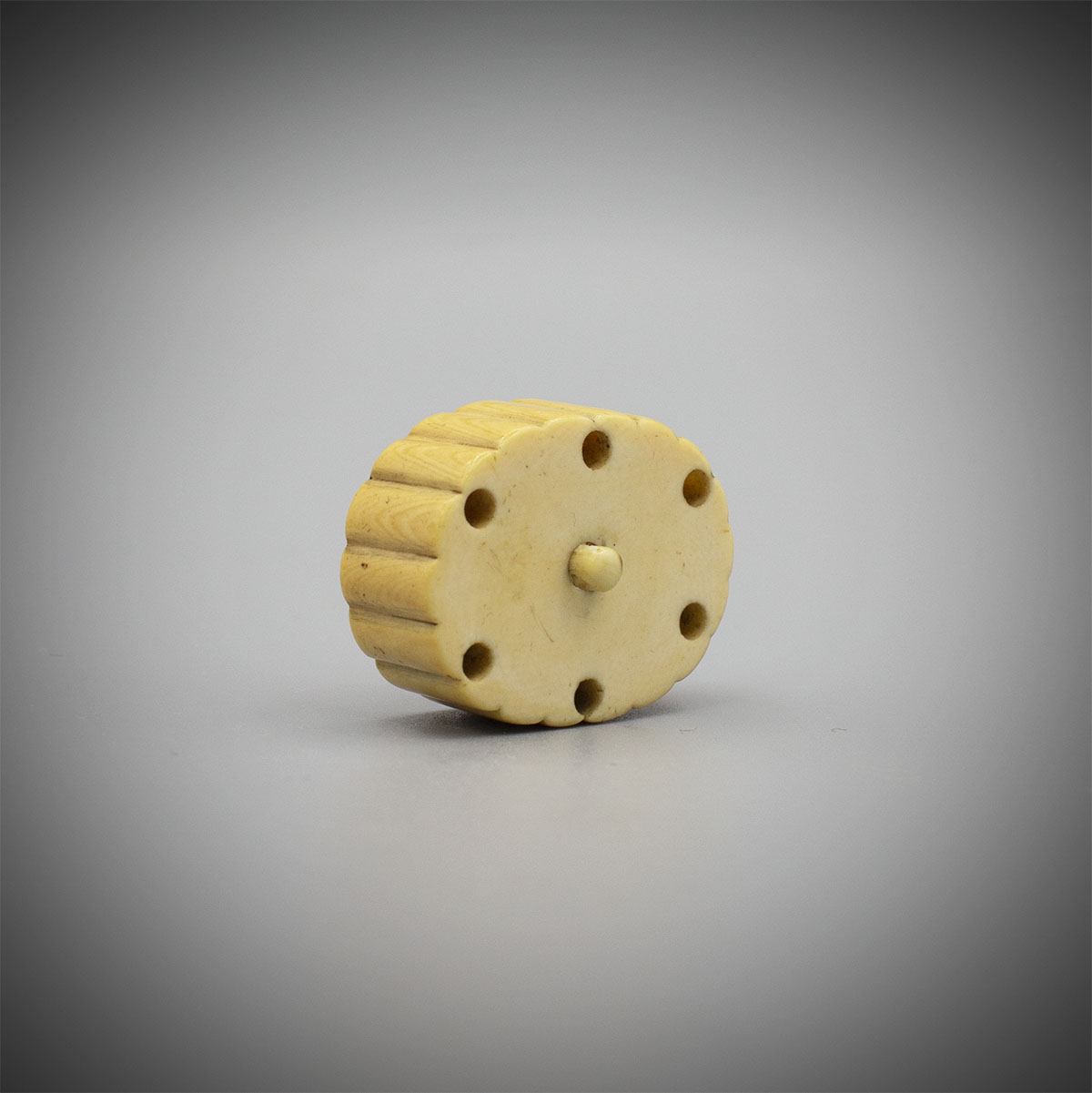 Ivory manju netsuke in the form of a stylised snow flake, MR3256_v1