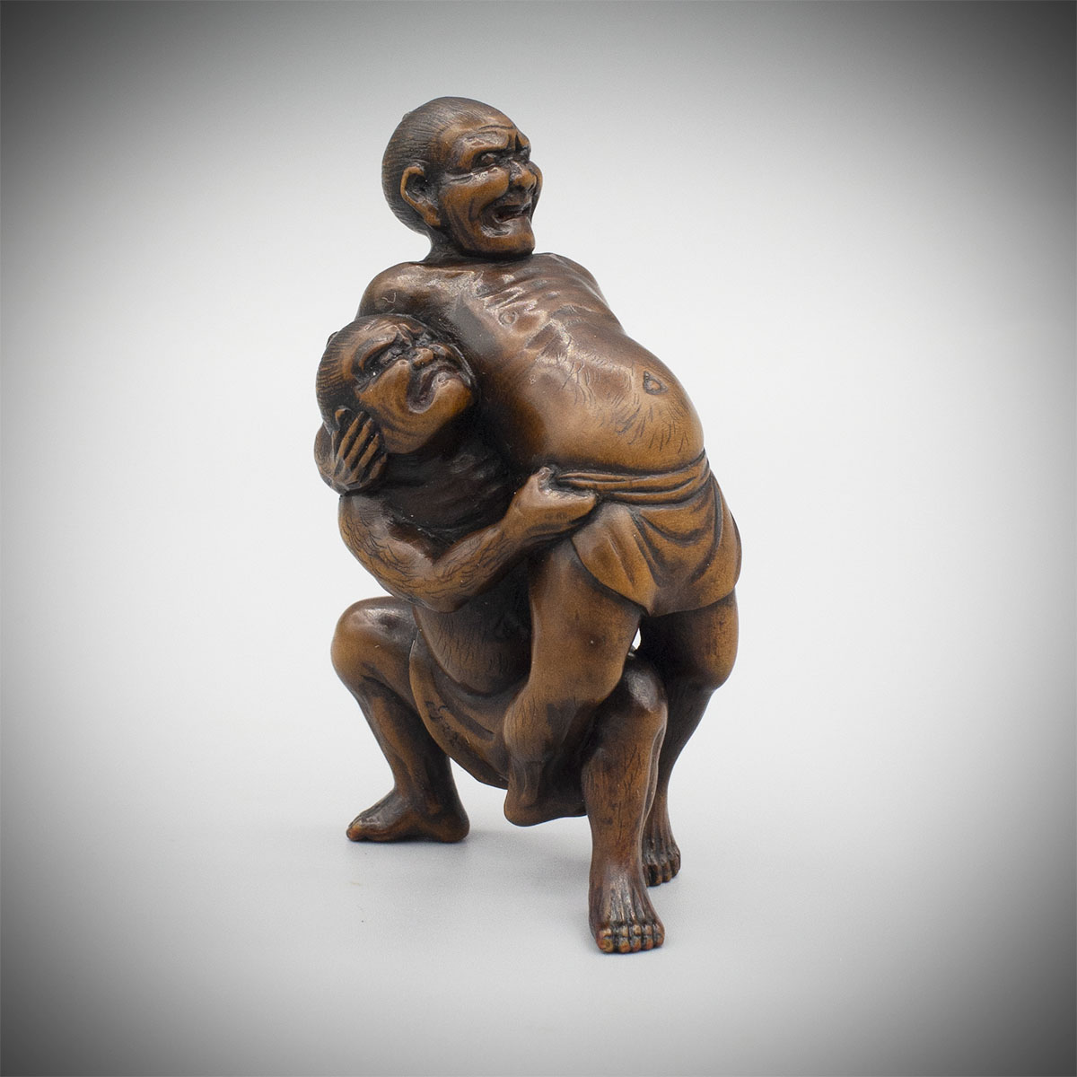 Large boxwood netsuke of wrestlers by Unhodo Masayoshi, MR3242_v1