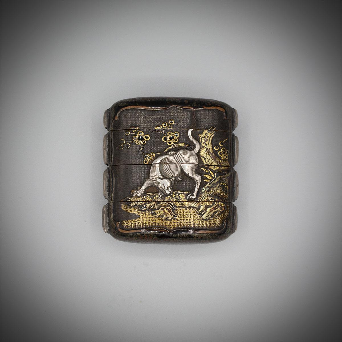 Three-case lacquer inro with silver tiger and shakudo dragon, MR3254_v1