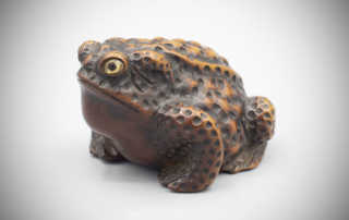 Wood netsuke of a bull toad by Shigetada, MR3284_v1