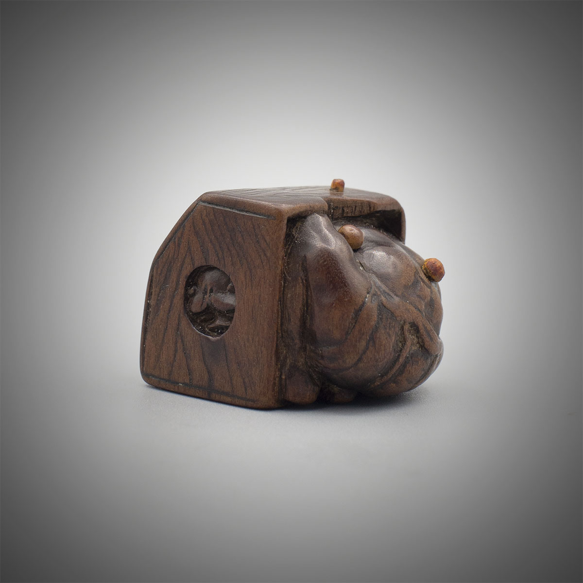 Wood netsuke of oni hiding in a box, MR3294_v1