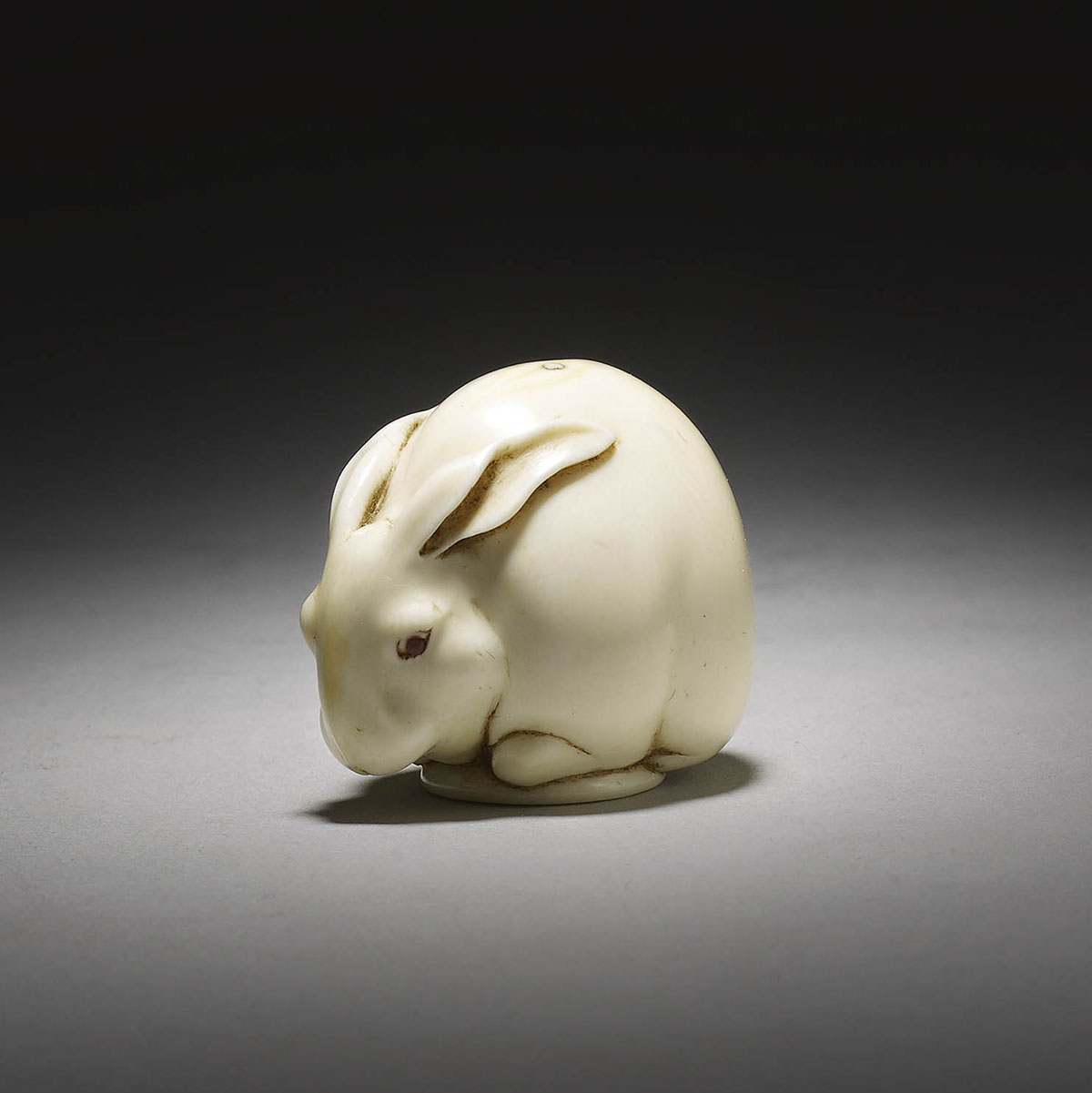 Ivory netsuke of rabbit or hare by Ueda Kōhōsai, MR3305_v1