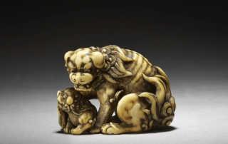Ivory netsuke of shishi and cub by Tomotada, MR3304_v1