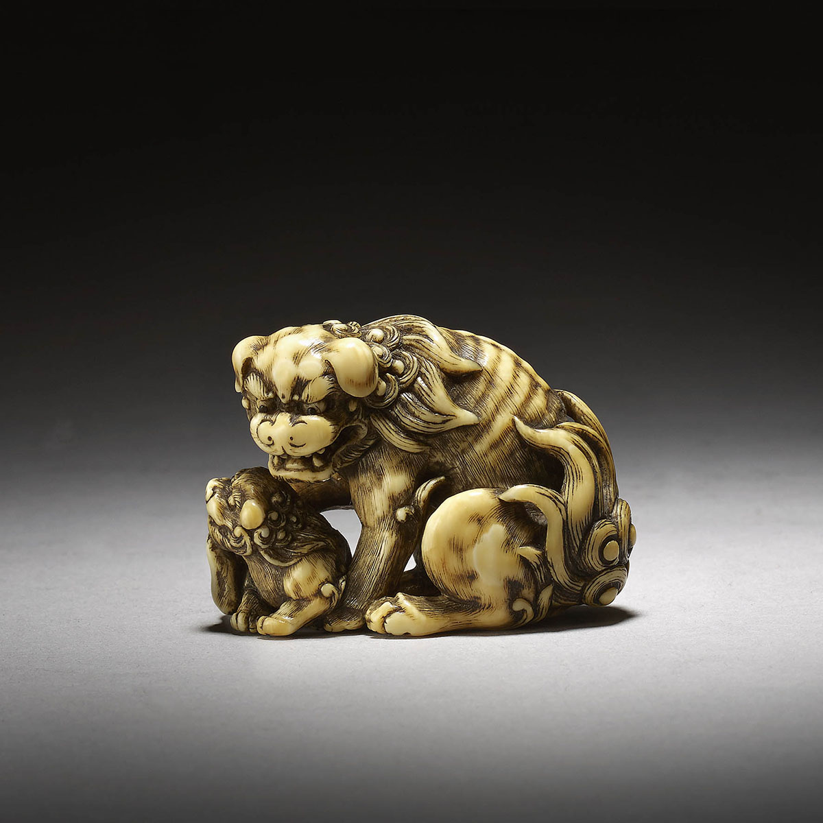 Ivory netsuke of shishi and cub by Tomotada, MR3304_v1