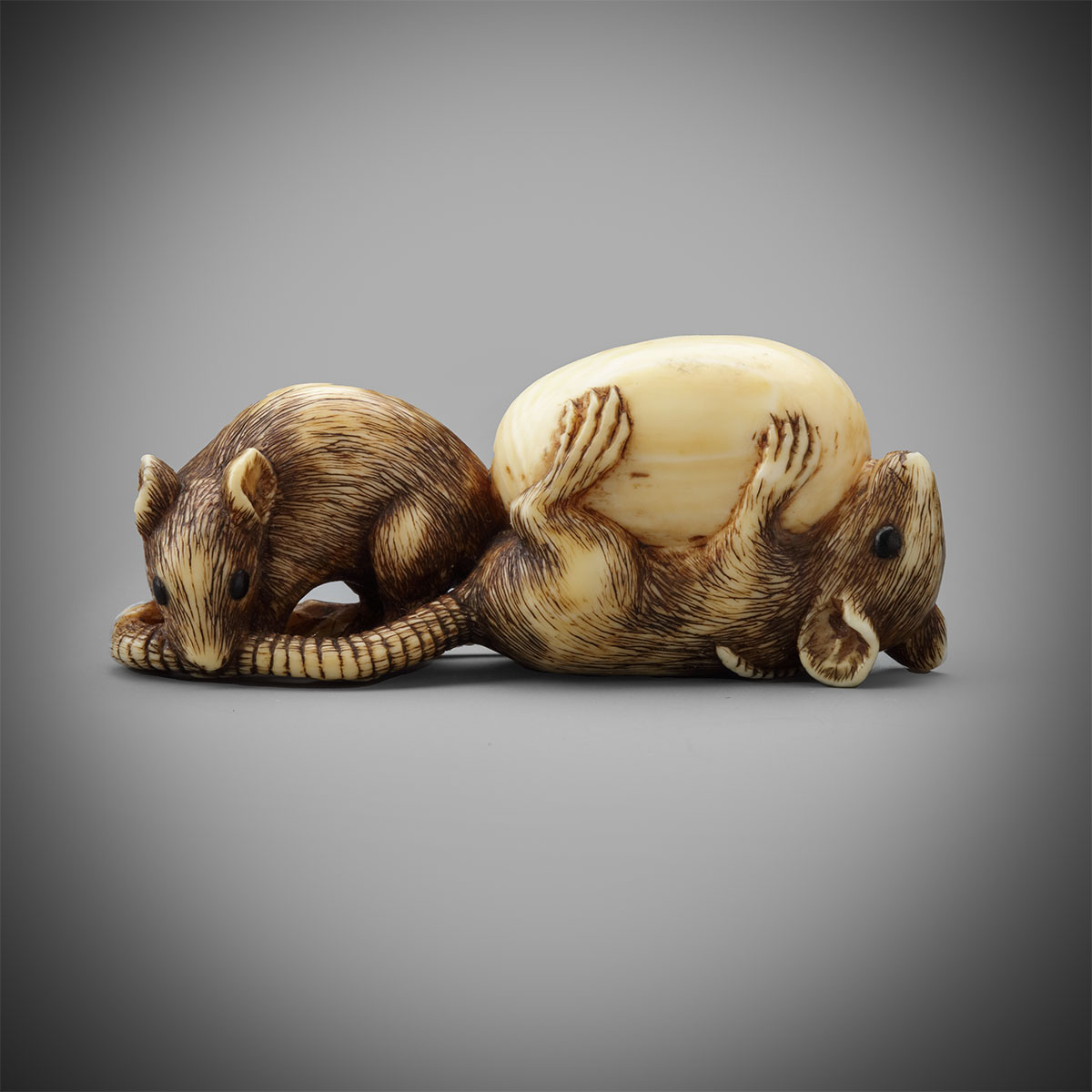 Ivory netsuke of two rats with an egg, MR3263_v1