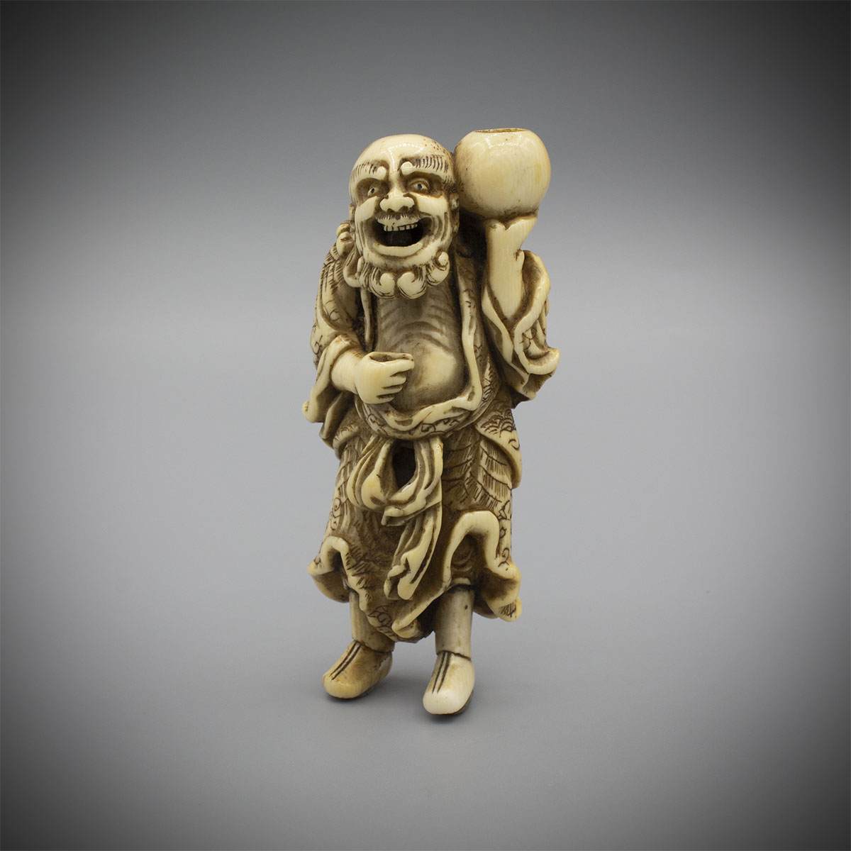 Netsuke of a standing foreigner with almsbowl, MR3300_v1