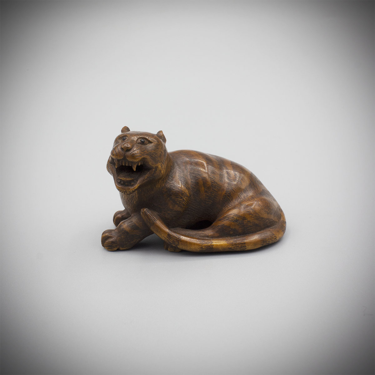 Wood netsuke of a tiger by Shinzan Masanao, MR3312_v1