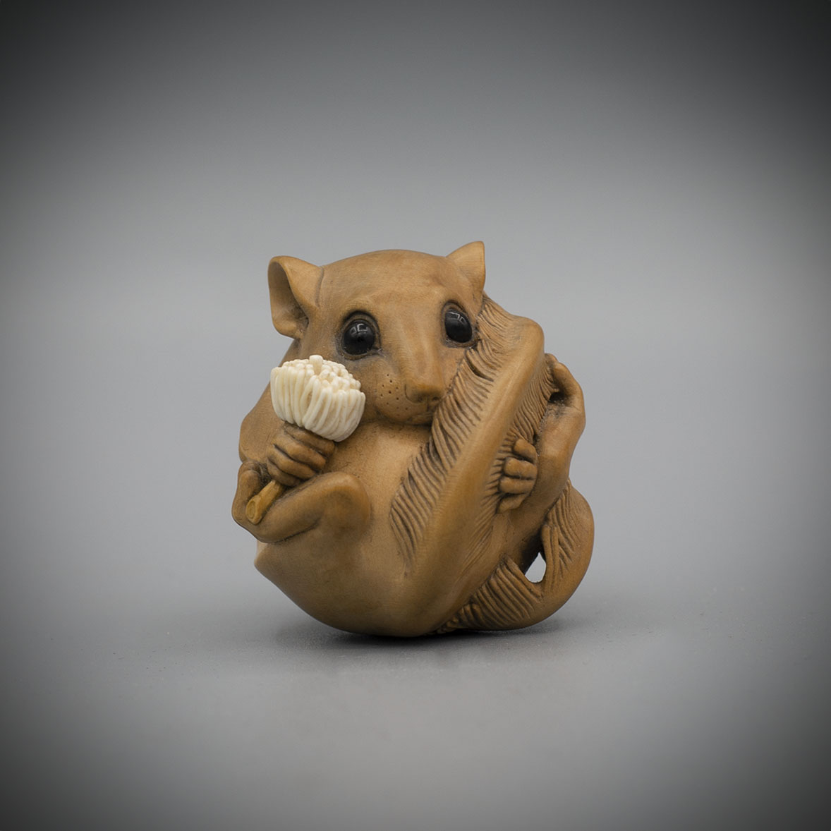 Pale Boxwood Netsuke of a Feathertail Glider by Susan Wraight (Born 1955) Moved to Australia in 1983, MR3383_v1