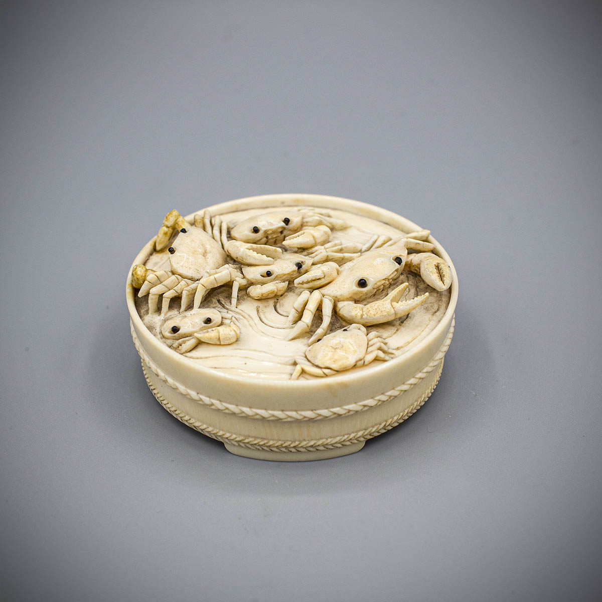 Small ivory box carved as a tub of crabs, MR3485_v.1-2