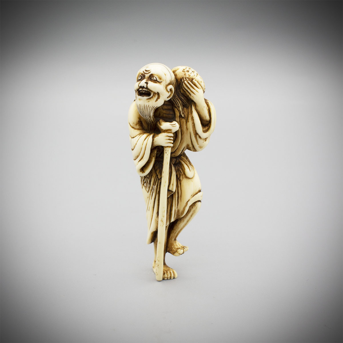 Ivory Netsuke of Gama Sennin MR3397_v.1