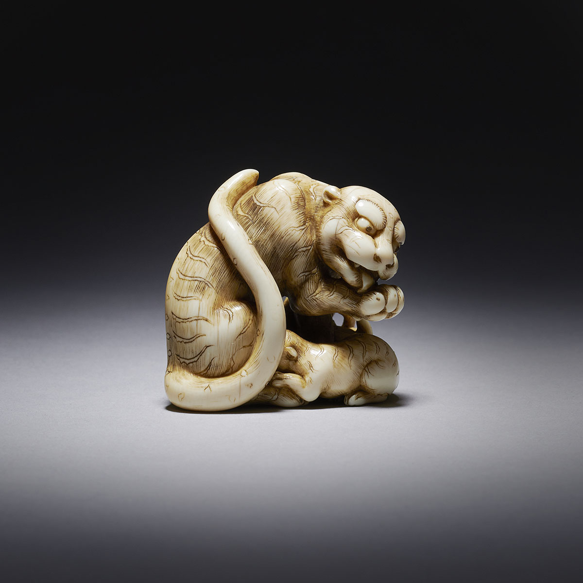 Rare ivory netsuke of a Tigress and her two Cubs MR3514_v3