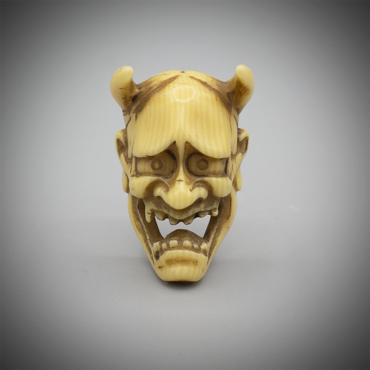 Small Ivory Mask Netsuke of Hannya MR3398_v.1