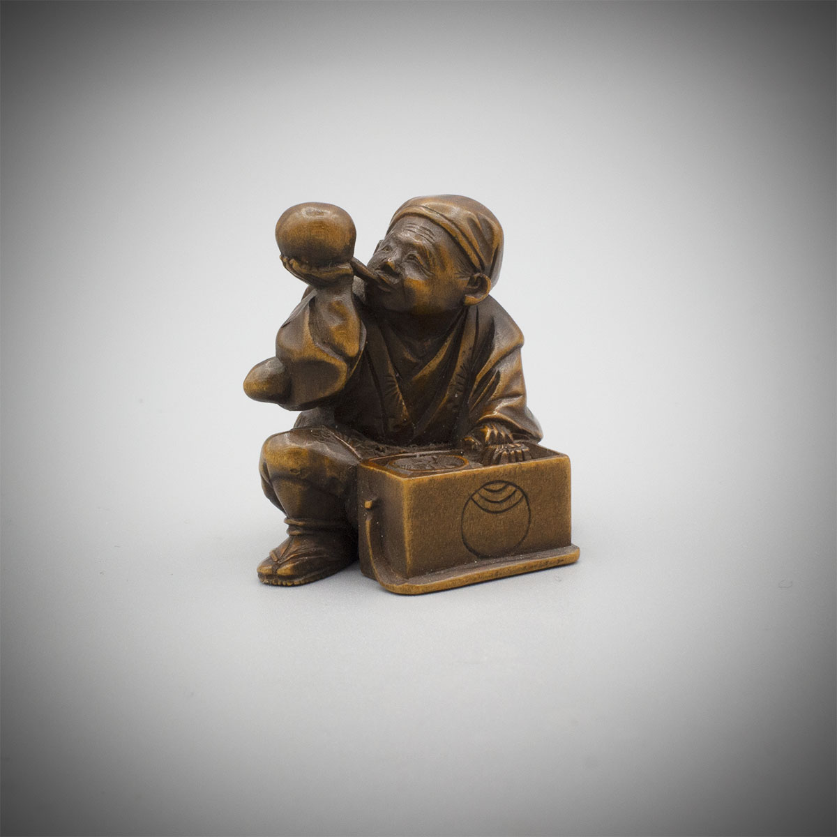 Wood Netsuke of a Street Vendor by MInkoku MR3505_v.1