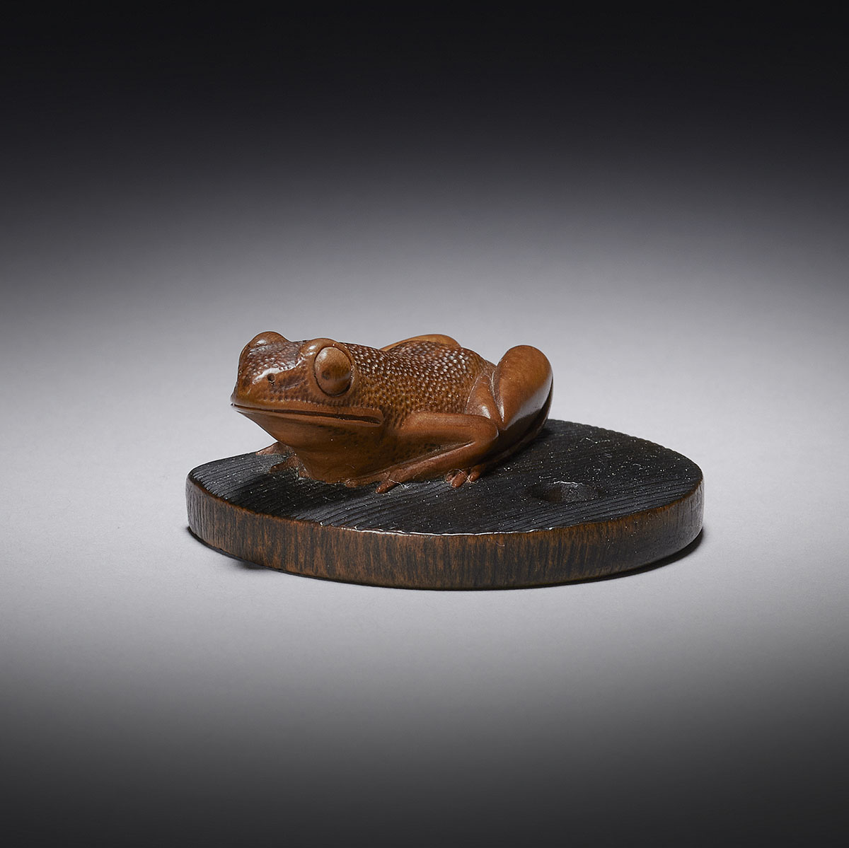 Wood netsuke of a frog on well bucket cover MR3339_v1