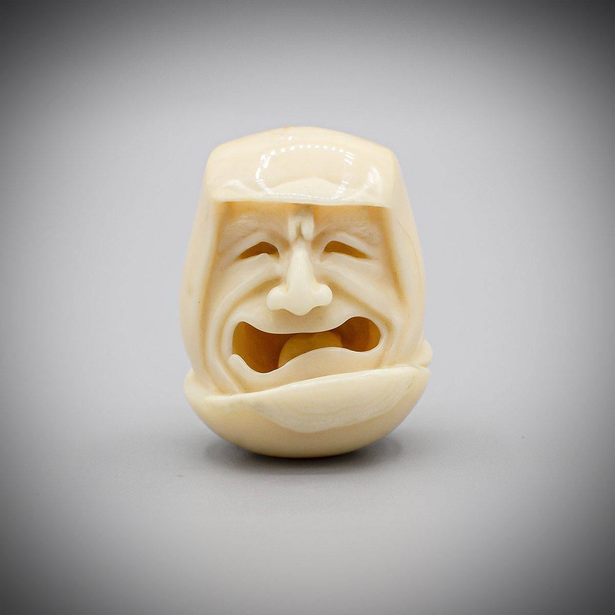A Walrus Ivory Netsuke of Daruma by Michael Birch MR3529_v.1-3