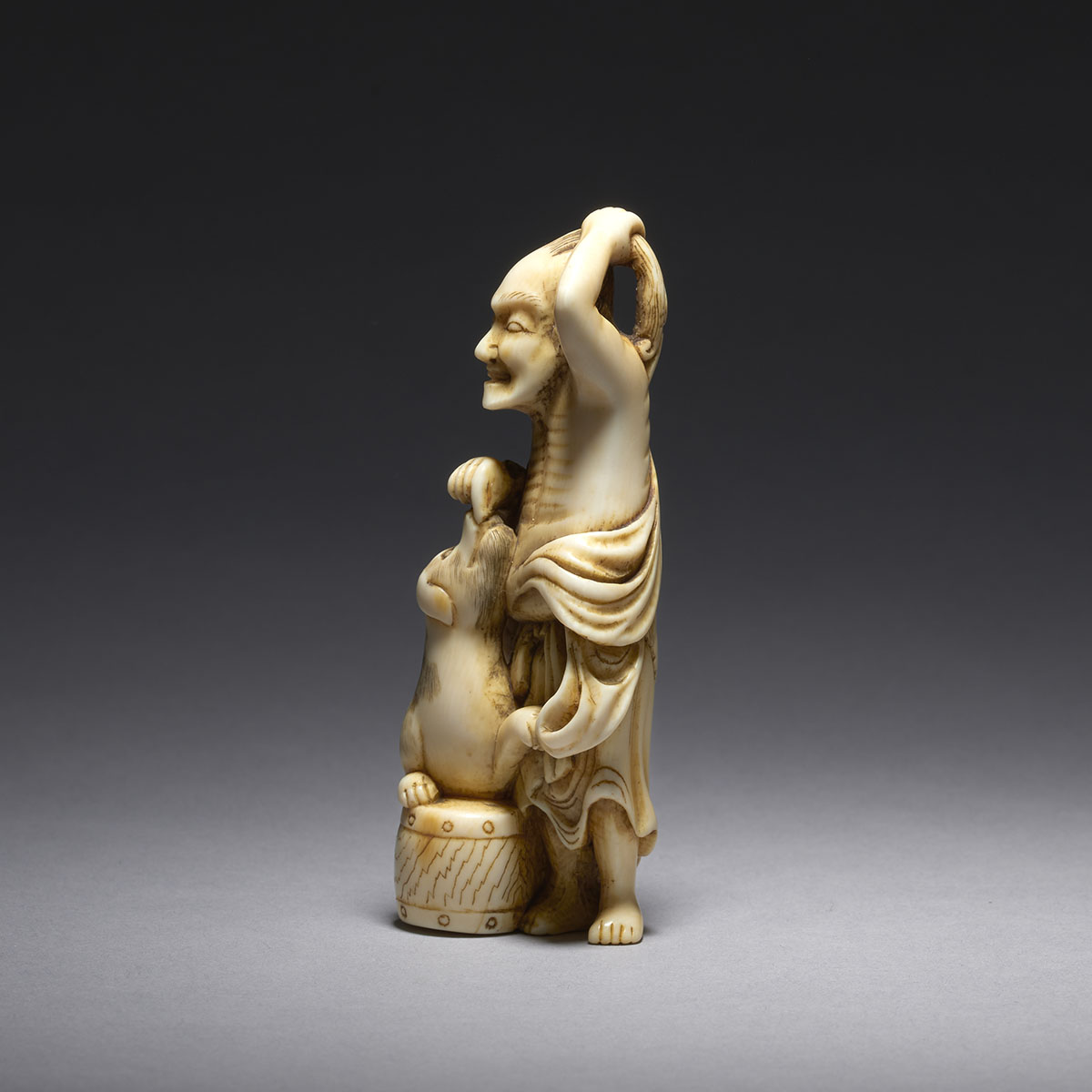 Gechu ivory netsuke man with dog MR3548_v2