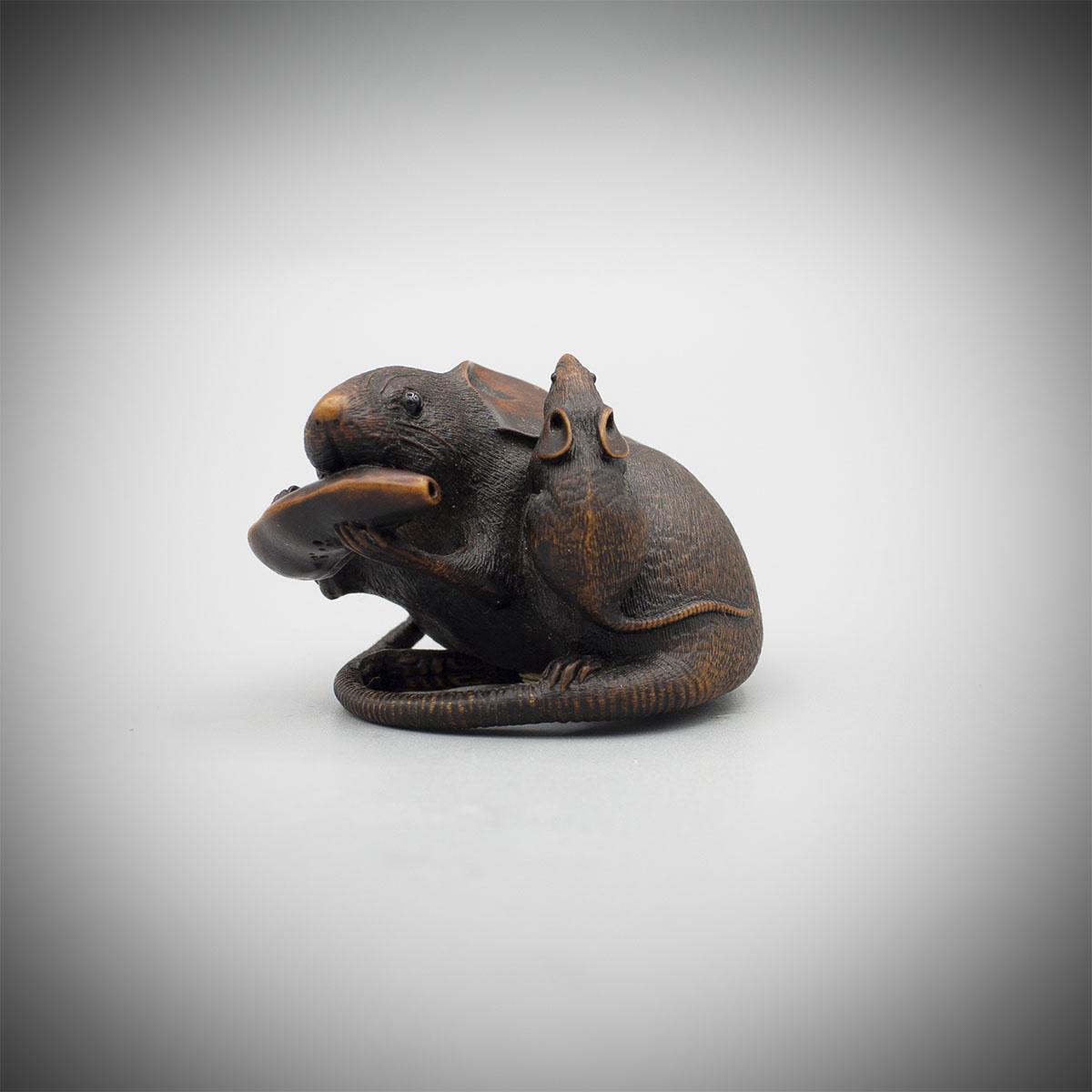 Wood okimono netsuke of rats by Hokyudo Itsumin, MR3642_v.1